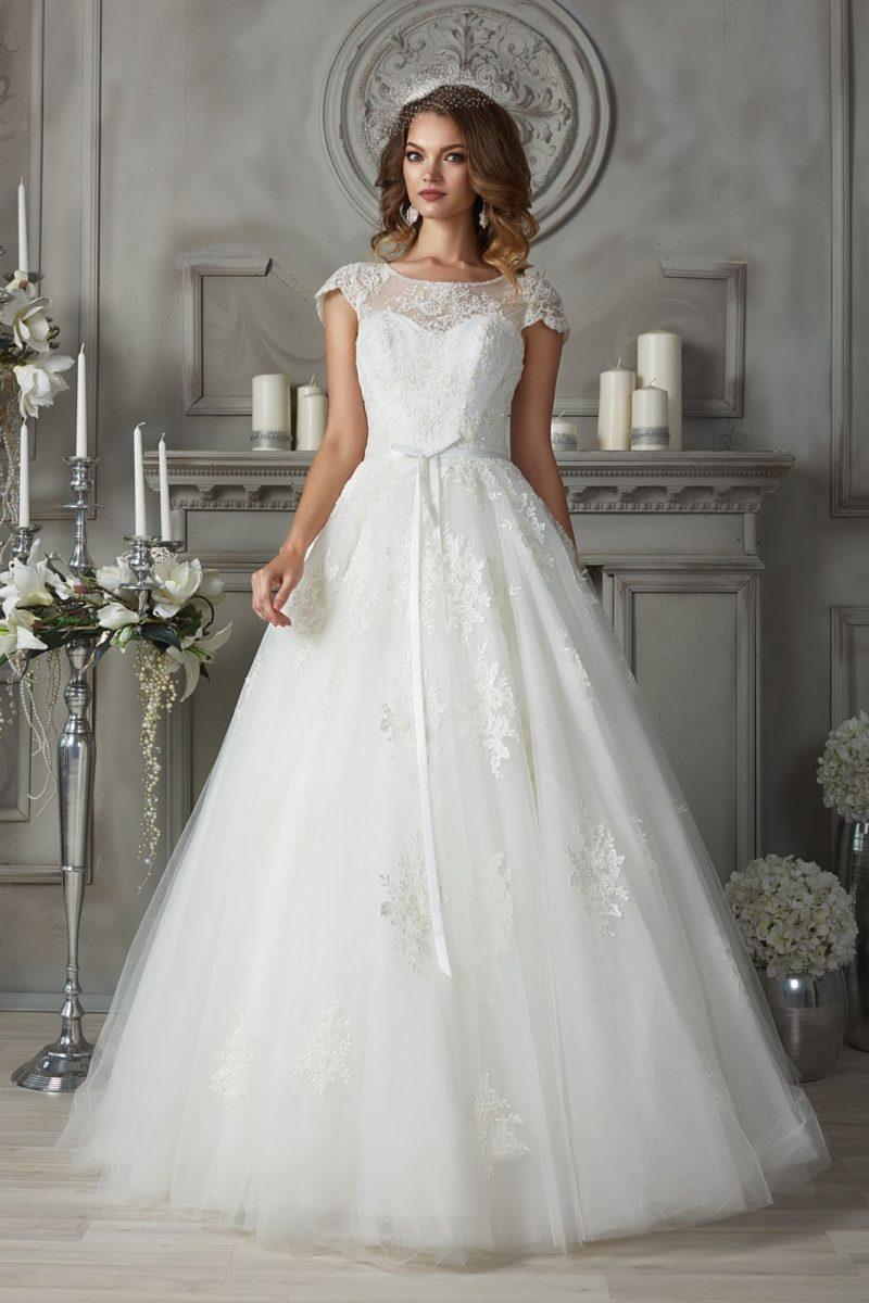 свадебное платье с ажурной отделкой