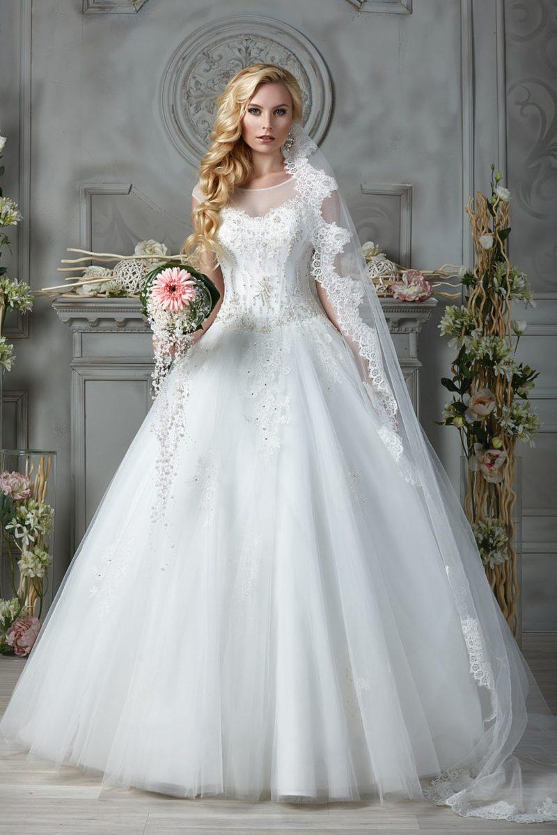 Свадебное платье с бисерной отделкой