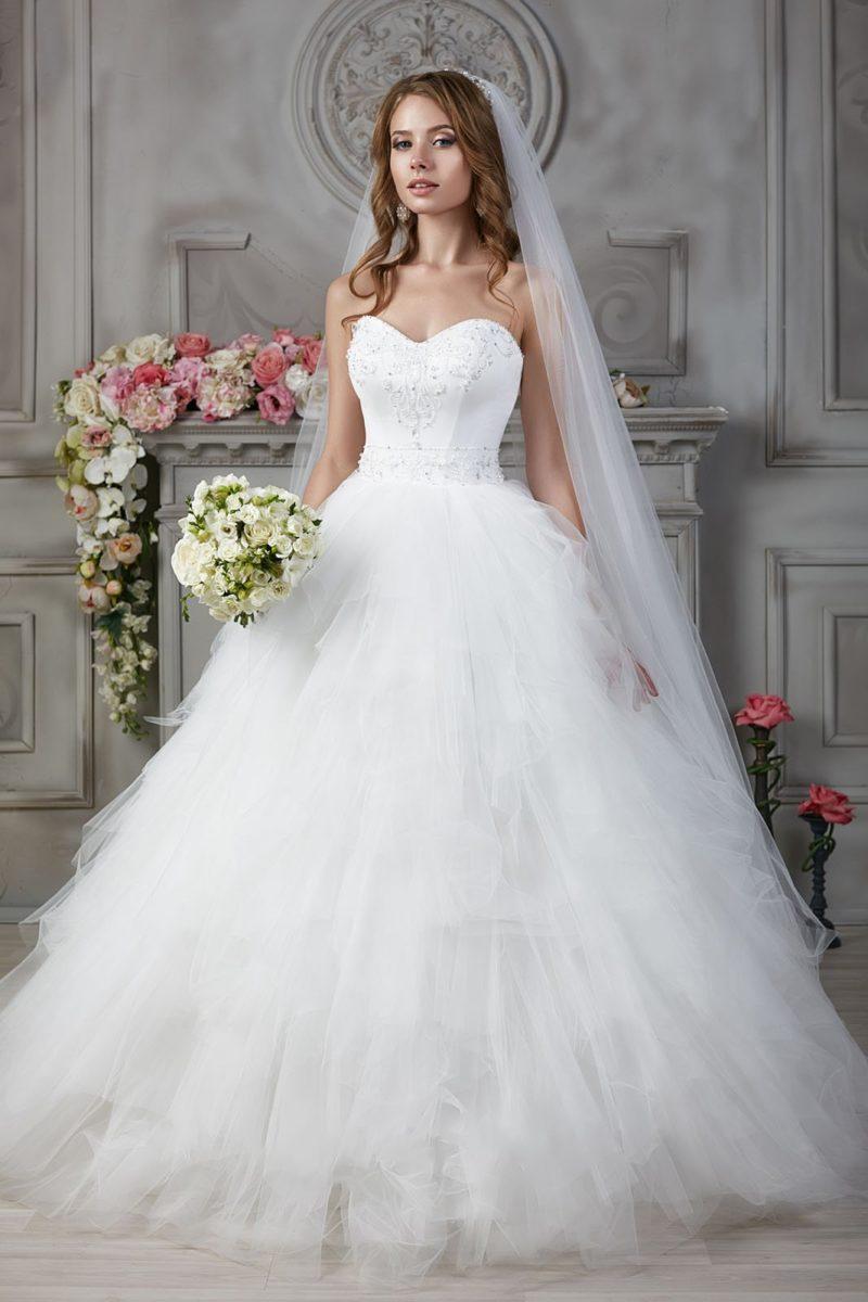 Свадебное платье с вышитым верхом
