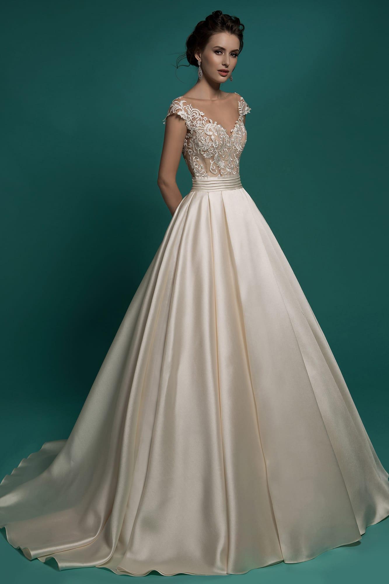 125b76e87cf Свадебное платье А-силуэта цвета слоновой кости с элегантным кружевным  лифом.