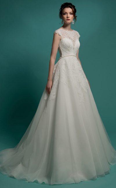 Элегантное закрытое свадебное платье