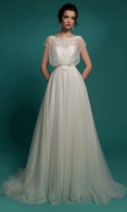 Свадебное платье в ампирном стиле с полупрозрачным верхом широкого кроя.