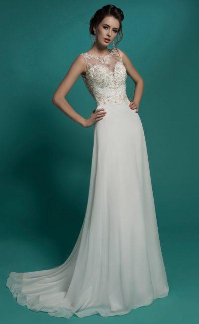Прямое свадебное платье с прозрачной вставкой над лифом и ажурной спинкой.