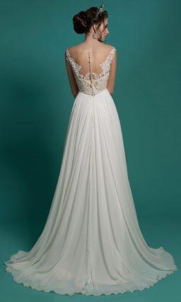 Прямое свадебное платье с закрытым прозрачным верхом, покрытым вышивкой.