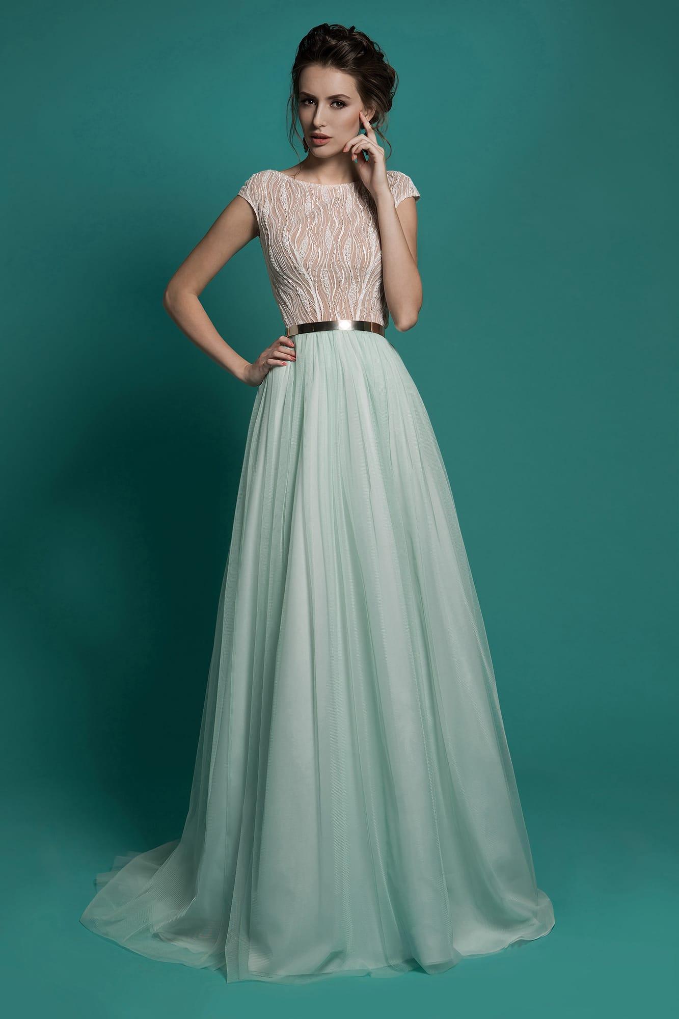 04068d766fe Прямое свадебное платье с закрытым лифом персикового цвета и юбкой мятного  оттенка.