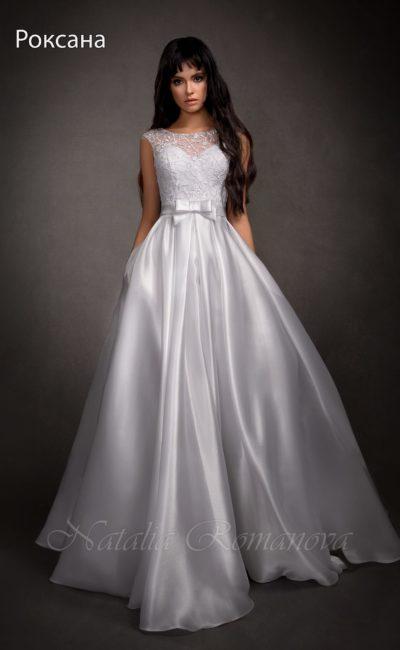 Атласное блестящее платье