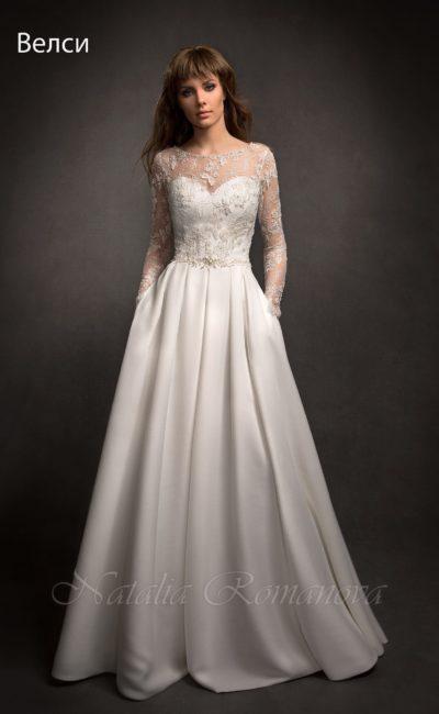 Закрытое свадебное платье с атласной юбкой