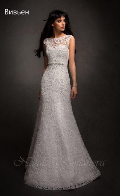 Свадебное платье с силуэтом рыбка, покрытое кружевом с крупным рисунком.