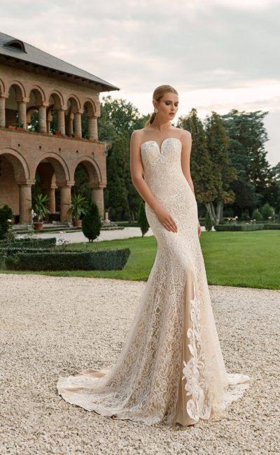 свадебное платье с кружевной юбкой