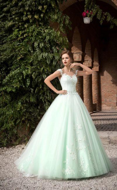 Пышное свадебное платье с открытым корсетом