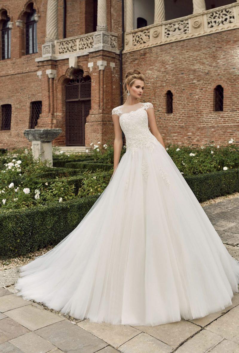 платье с короткими ажурными рукавами