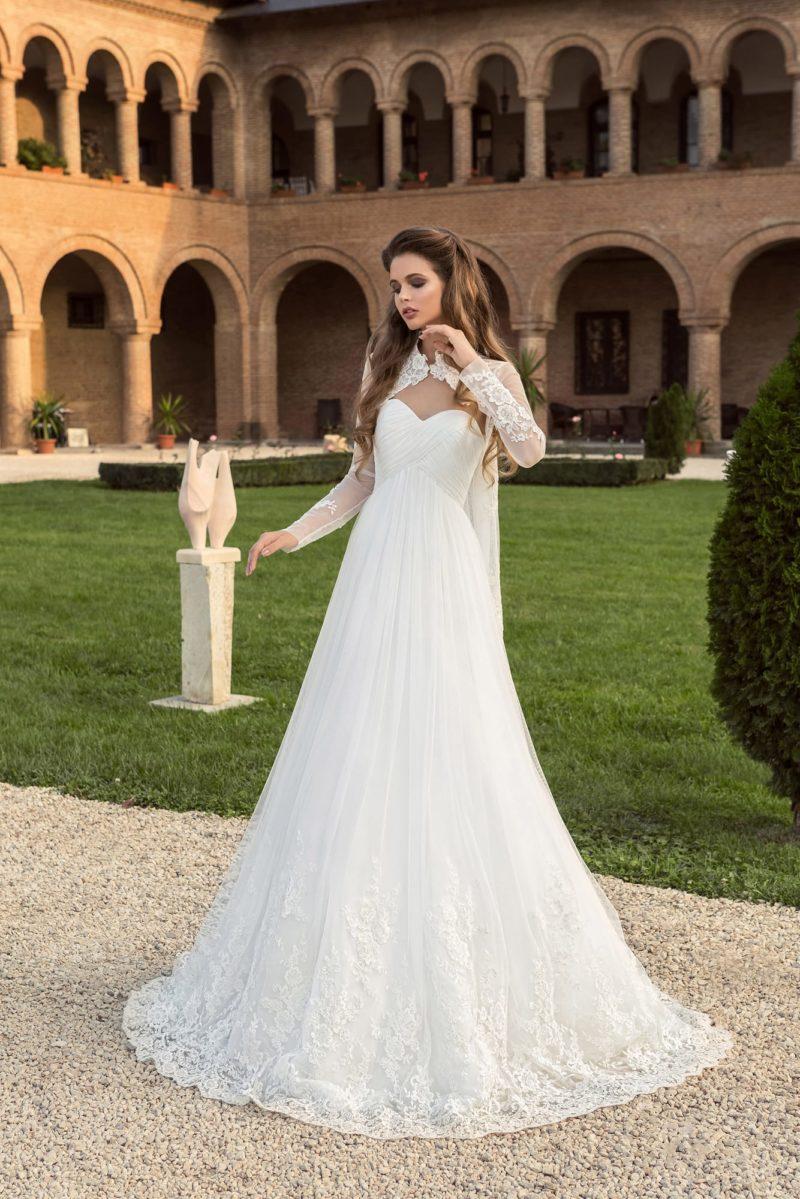 Свадебное платье с кружевным болеро