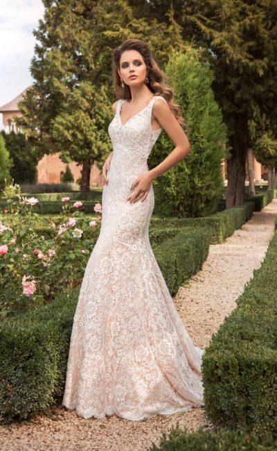 Облегающее фигуру свадебное платье