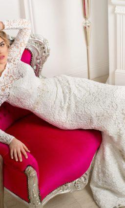 Свадебное платье с силуэтом «рыбка», по всей длине покрытое плотной ажурной тканью.