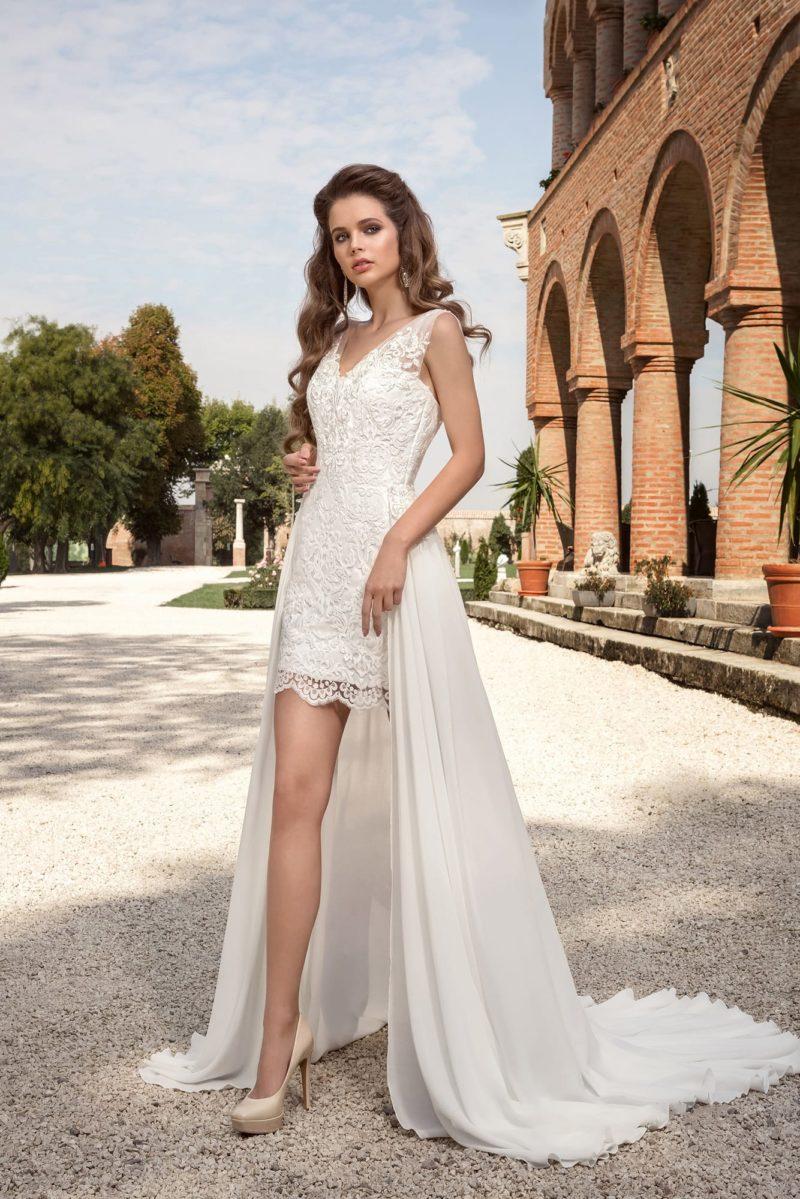 Короткое платье с отделкой из кружева