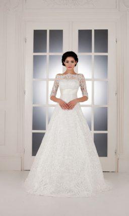 Свадебное платье «принцесса» с роскошной кружевной отделкой и элегантными рукавами.