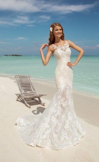 Свадебное платье силуэта русалка с пышной ажурной юбкой со шлейфом