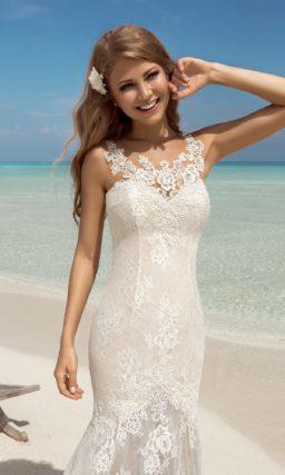 Свадебное платье силуэта «русалка» с пышной ажурной юбкой со шлейфом.