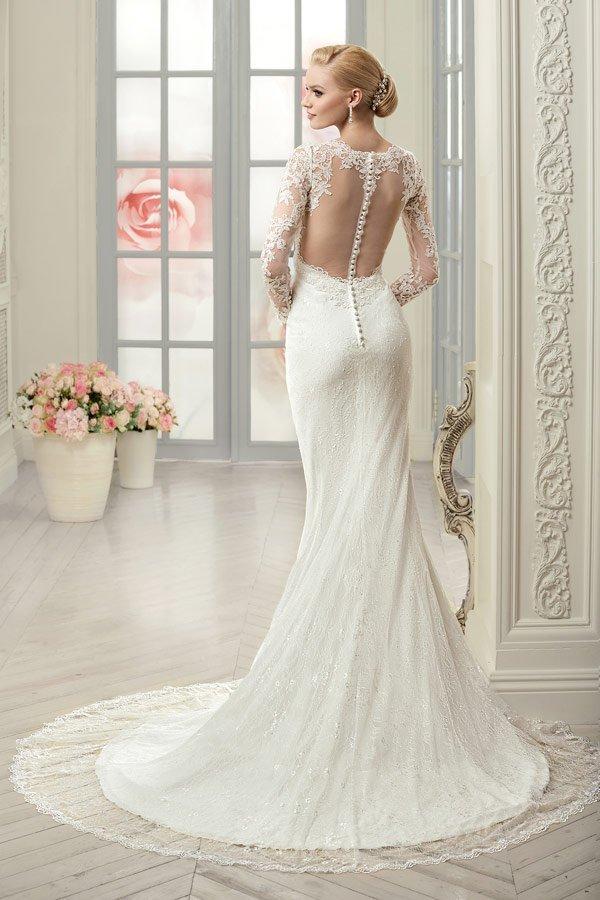 Свадебное платье с кружевной спиной