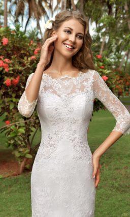 Кружевное свадебное платье с закрытым верхом и силуэтом «русалка» со шлейфом.