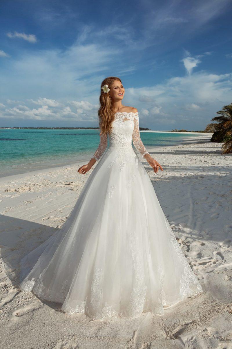 платье с облегающим корсетом