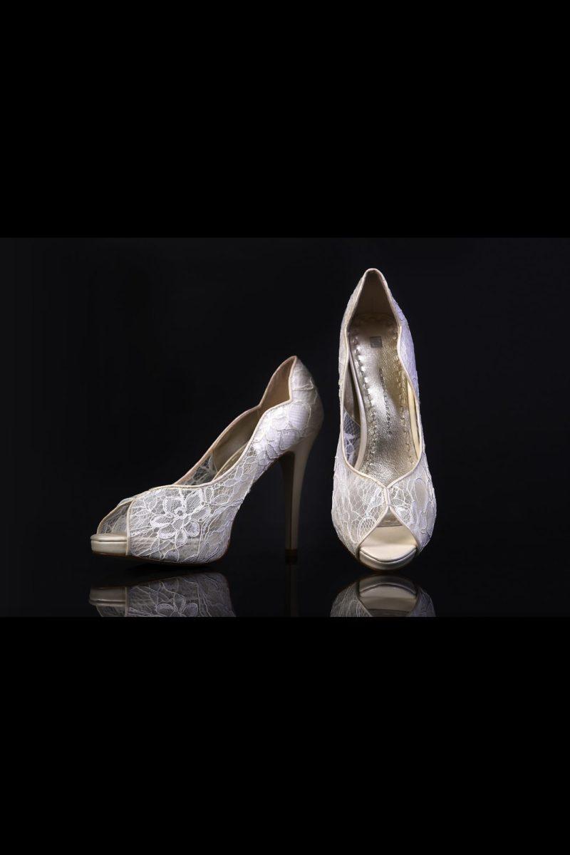 Кружевные туфли на каблуке 12 см с открытой носочной частью.