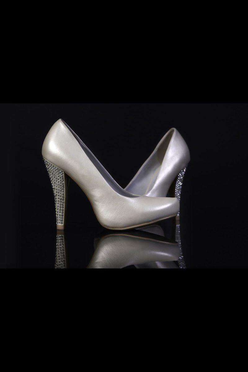 Туфли из кожи с эффектом «металлик» и покрытым стразами каблуком 12 см.