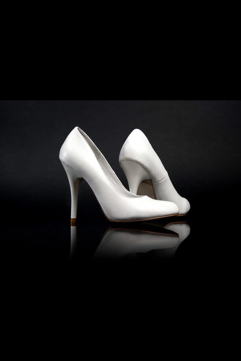 Белоснежные туфли в классическом стиле с изящным каблуком 12 см.
