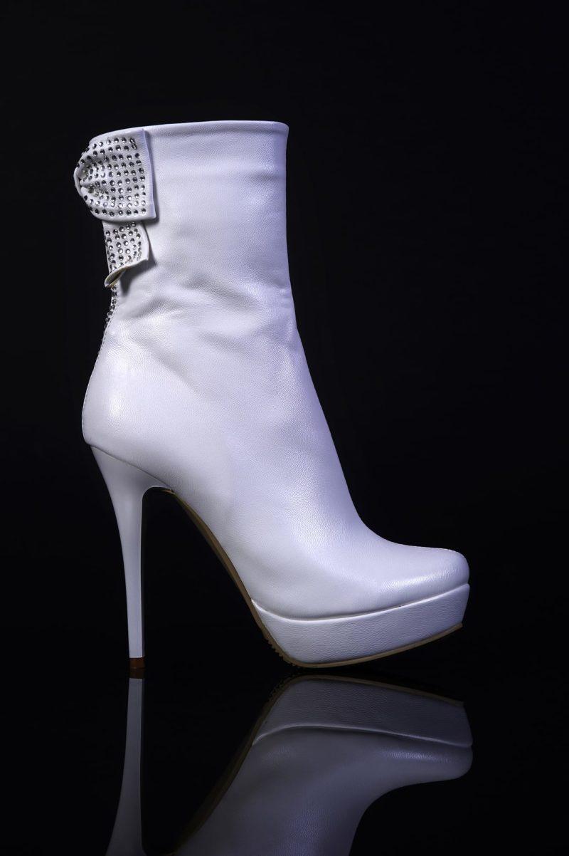 Белые свадебные сапоги