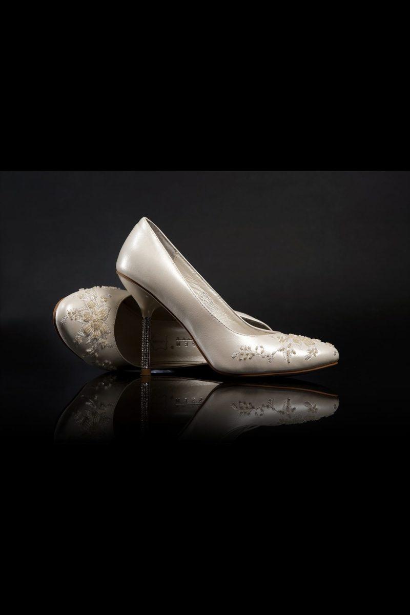 Шикарные платиновые туфли с бисерным декором и сияющим каблуком 12 см.