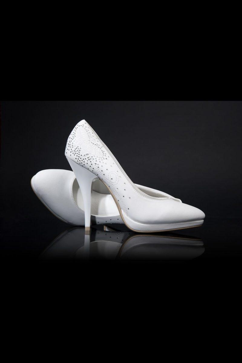 Свадебные туфли, декорированные по заднику сияющей вышивкой, с каблуком 12 см.