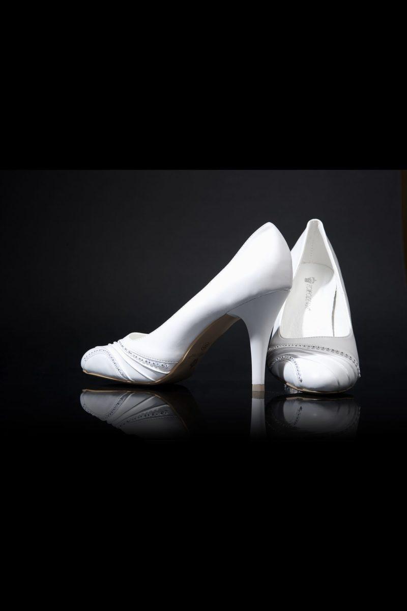 Свадебные туфли с отделкой бисером и драпировками, на каблуке 9 см.