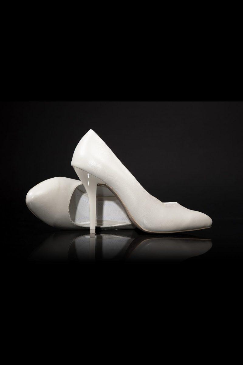 Свадебные туфли цвета «ваниль» с глянцевым каблуком 12 см.