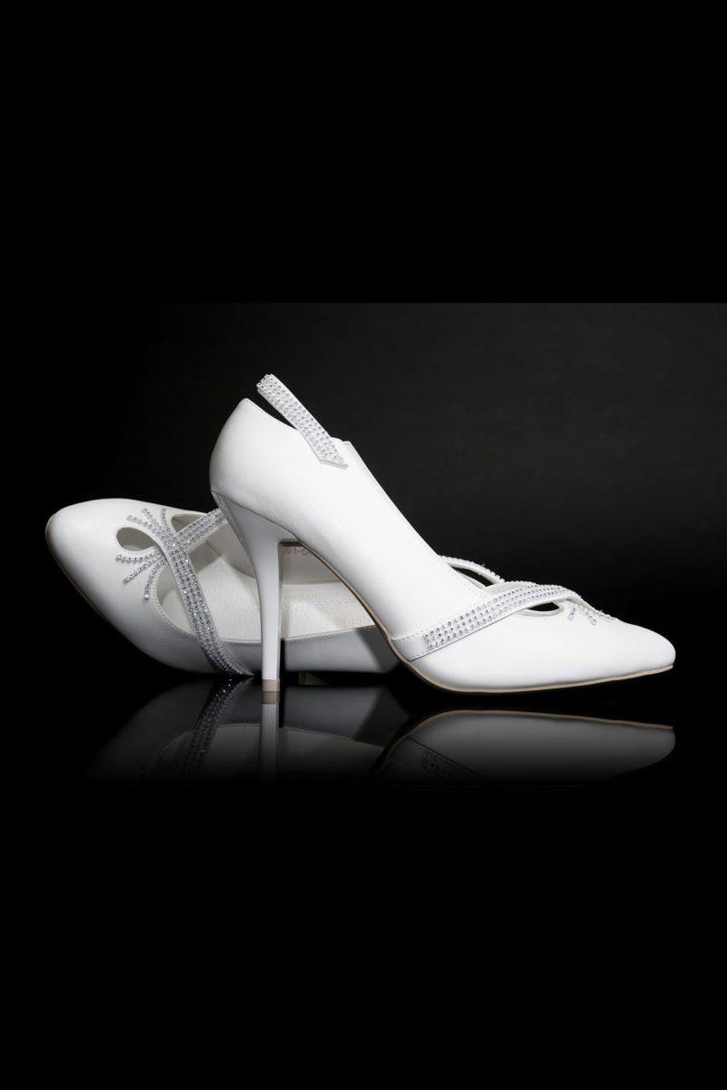 Свадебные туфли с эффектным вырезом, оформленным бисером, и каблуком 12 см.