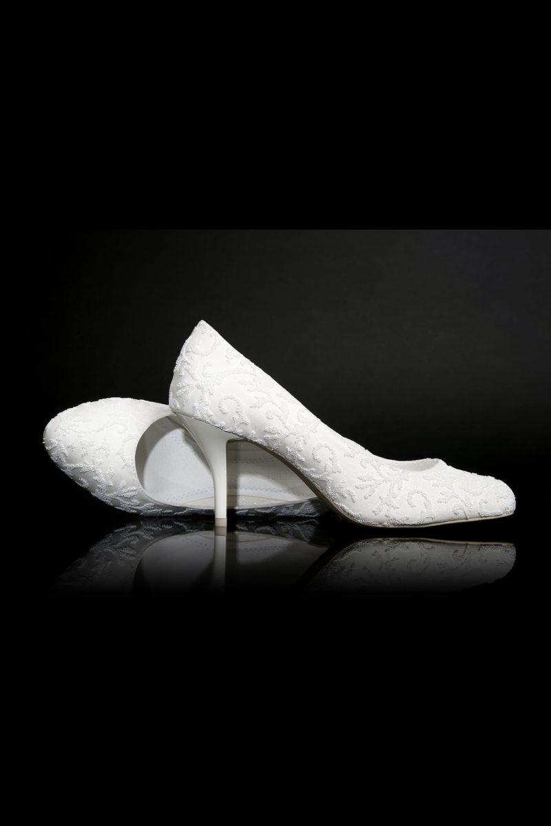 Свадебные туфли из белоснежной эко-кожи с лакированным каблуком 6 см.