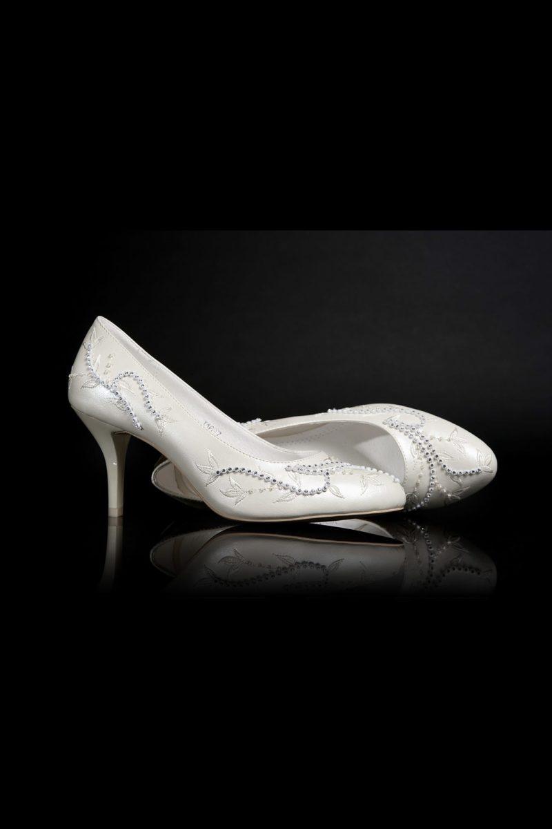Романтичные туфли цвета «пепельный жемчуг» с вышивкой и каблуком 7 см.