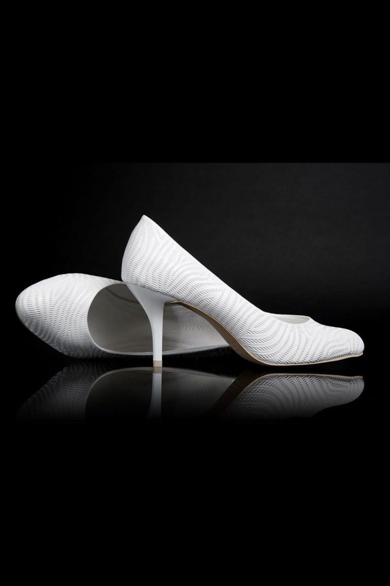 Фактурные свадебные туфли на изящном лакированном каблуке.