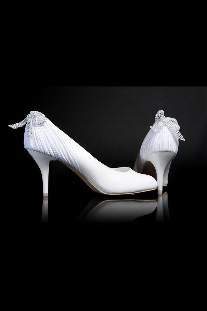Классические туфли с романтичными бантами на задниках и каблуками 6 см.