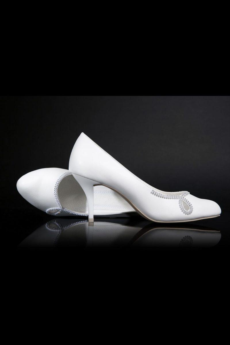 Свадебные туфли с прорезью на носочной части, с бисерным декором, на каблуке 7 см.