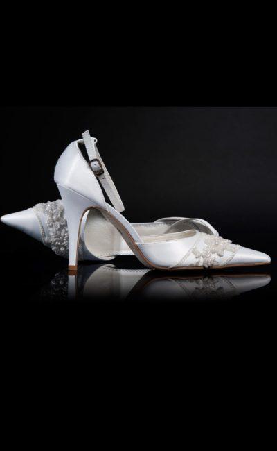 Свадебные босоножки с закрытым задником и расшитой бисером носочной частью.