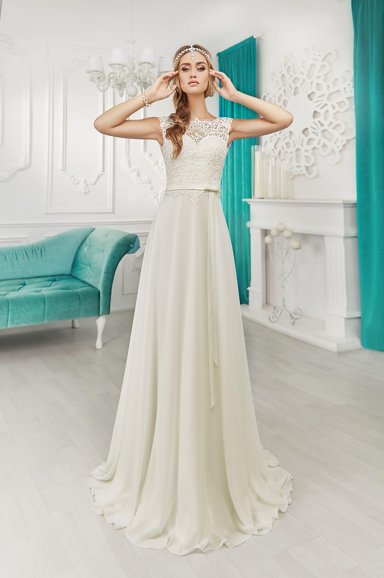 Прямое свадебное платье из кружева фото