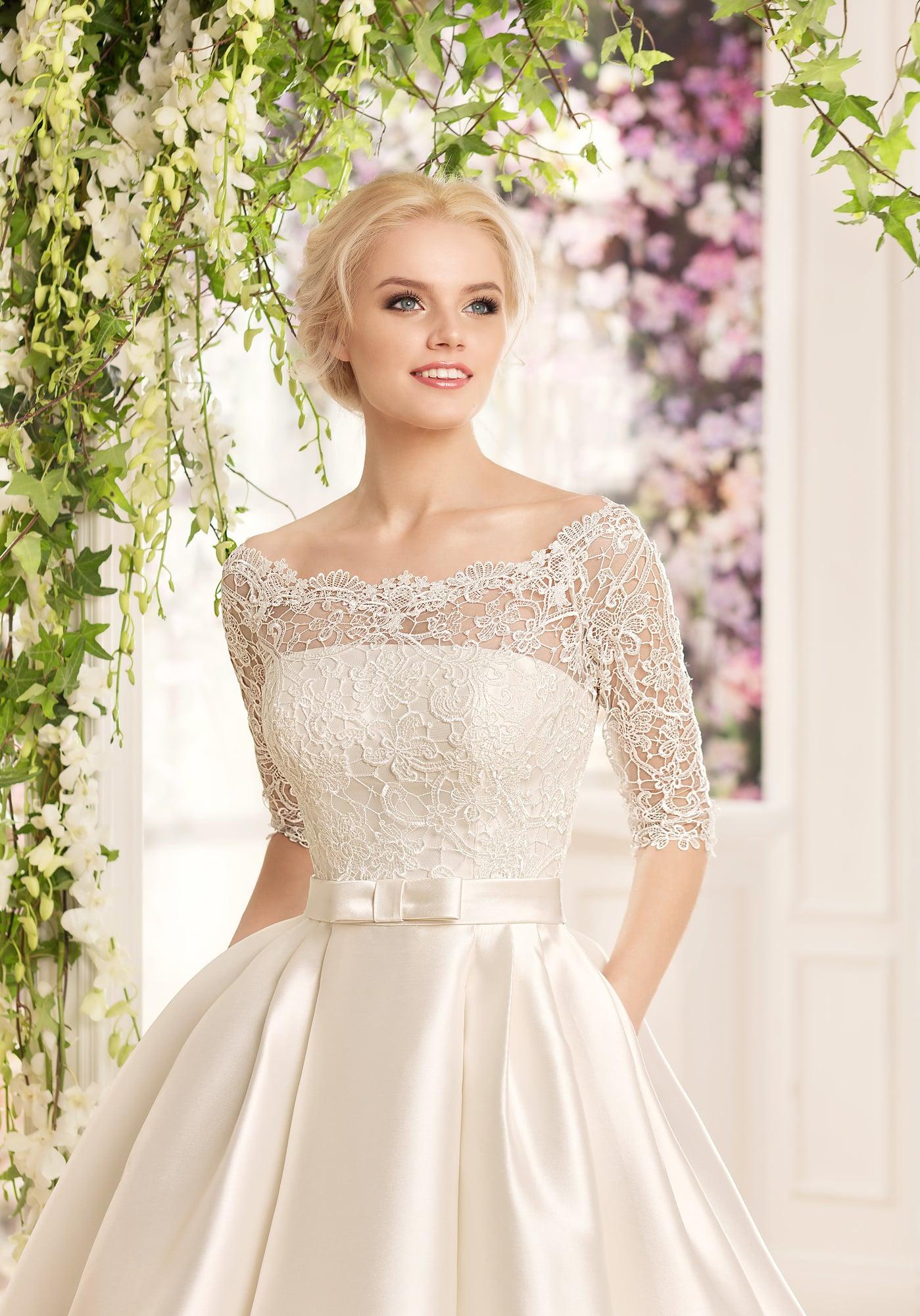 операции раз посмотреть фото платьев на свадьбу торопясь расхаживал площади