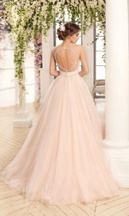 Кремовое свадебное платье А-силуэта с декором из драпировок по корсету.