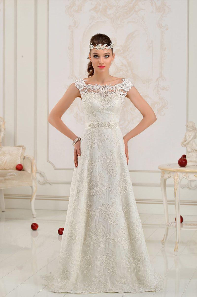 Свадебное платье силуэта «принцесса» с широкими бретелями и вырезом на спинке.