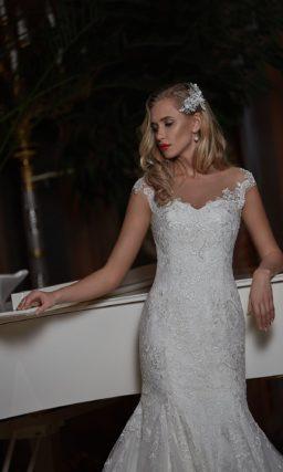 Свадебное платье «рыбка» с ажурными бретелями и вставкой на спинке.
