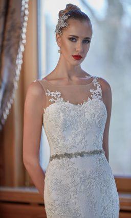 Облегающее свадебное платье «рыбка» с пышной многоярусной юбкой со шлейфом.
