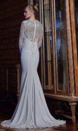 Свадебное платье силуэта «рыбка» с длинными кружевными рукавами.