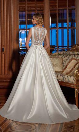 Свадебное платье «принцесса» из атласной ткани с кружевной спиной.