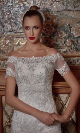 Открытое свадебное платье силуэта «русалка» с фактурной вышивкой по корсету.
