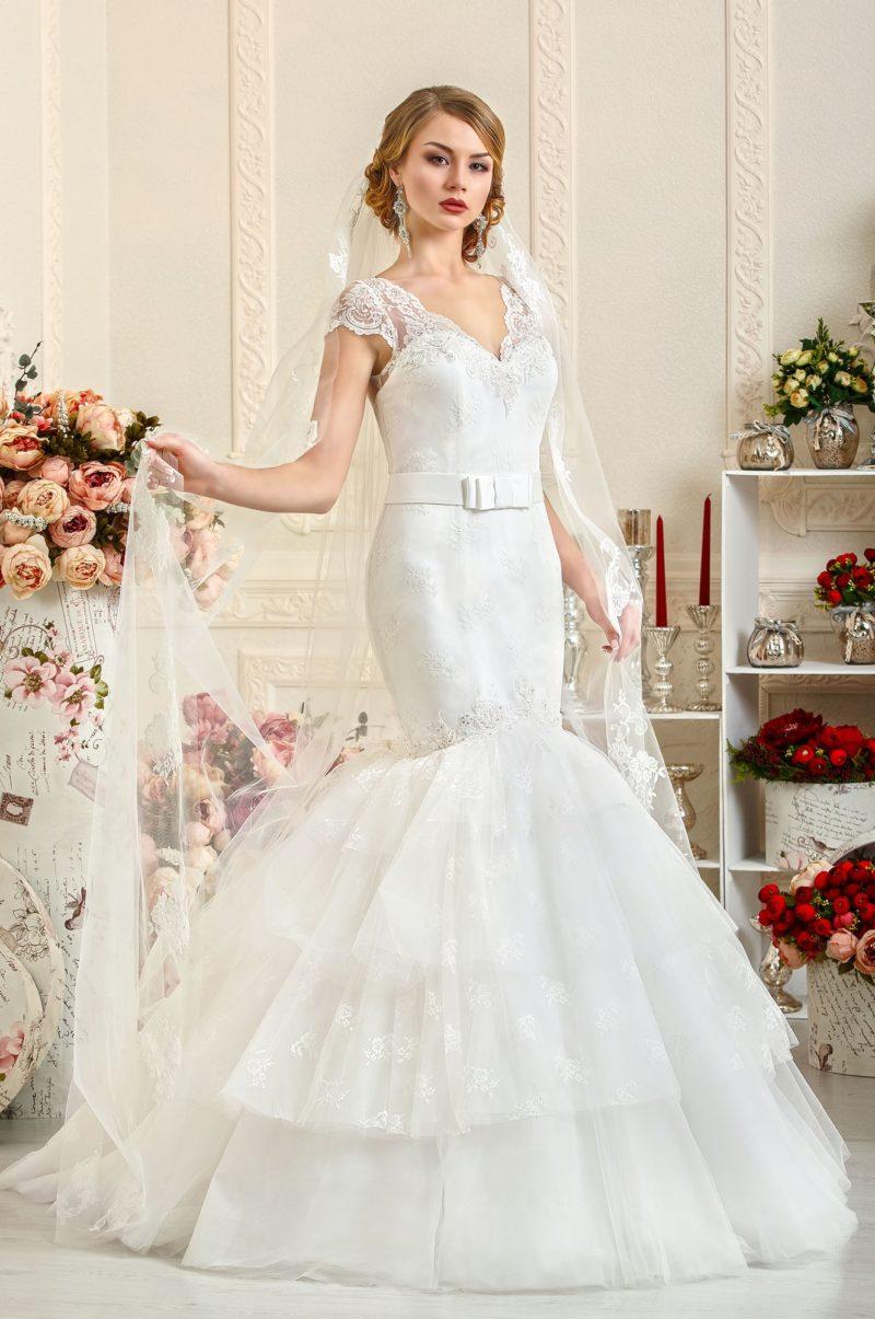 Облегающее свадебное платье «русалка» с кружевными бретельками.